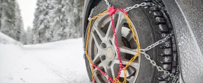 Łańcuchy śniegowe to gwarancja pełnej mobilności i bezpieczeństwa w trudnych zimowych warunkach. W naszym sklepie kupisz różne rodzaje łańcuchów. Pomożemy Ci w ich doborze i poinstruujemy jak je montować.